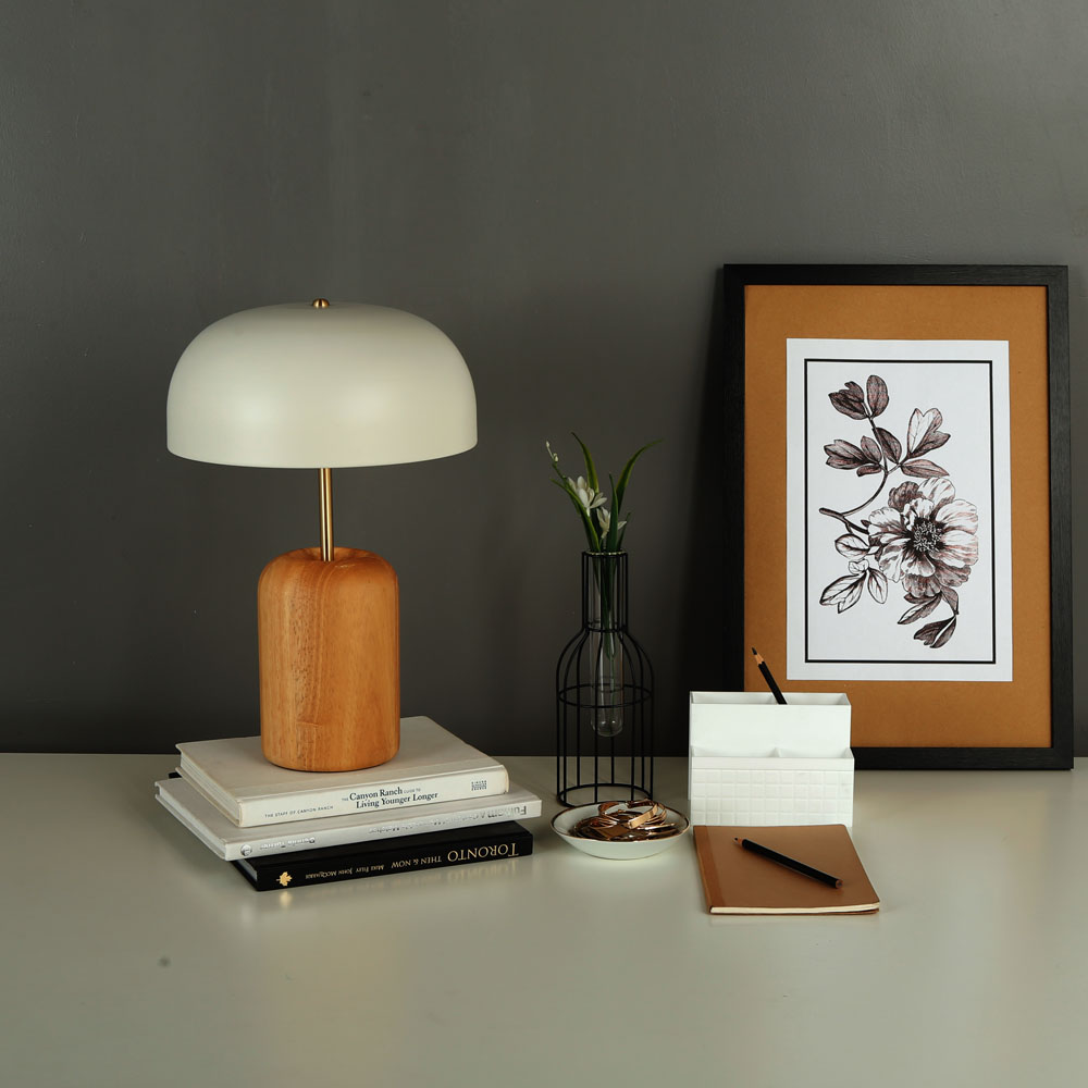 ia 8699 Wood Table Lamp